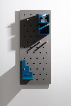 Plakativ wall shelf by Christoffer Aadalen