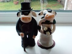 Cow-wedding-cake-toppers