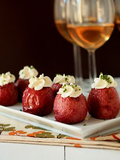 Potato Bites -- a simple, light finger food for housewarming guests to munch on with wine. | mybakingaddiction.com
