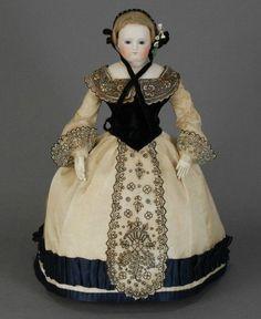 Здравствуйте,дорогие!!!!Совсем скоро в нашем магазинчике снова появятся шикарные новинки,а сейчас я хочу предложить вашему вниманию подборку посвященную ранним фарфоровым куклам,так называемым - 'фешн долл'. Куклы-дети и куклы-пупсы появятся позже,по началу на рынок пришли именно куклы-дамы.Полюбуйтесь на их нежные одухотворенные личики.Сколько в них достоинства,приветливого спокойствия,сколько грации в их фигурах!!!!Удивительные куклы!!!