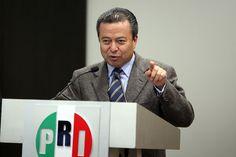 MÉXICO, D.F., (apro).- En medio de las críticas que ha recibido el gobierno de Enrique Peña Nieto por la desaparición de los 43 normalistas de Ayotzinapa y los casos de corrupción ventilados en los...