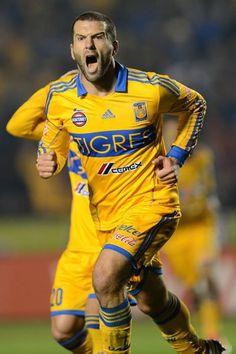 Festejo de gol ante Jaguares - Clausura 2013.
