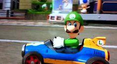Com o grande sucesso de Mario Kart 8, um novo meme surgiu na internet: o Luigi Death Stare. Veja videos desse fenómeno.