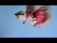 tuto baby minnie (+surprise) - YouTube Floral, Fondant, Biscuits, Handmade, Youtube, Cold Porcelain, Tutorials, Bebe, Florals