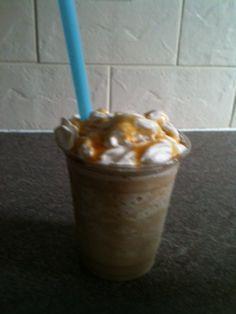 How to make a Caramel Frappe like McDonalds! Chocolate Frappe Recipe, Caramel Frappe Recipe, Caramel Frappuccino, Chocolate Chip Recipes, Chocolate Chips, Frappe Recipe Mcdonalds, Mcdonalds Caramel Frappe, Keto Mcdonalds, Frappachino Recipe