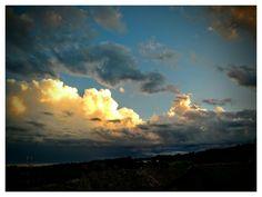 Nuvole al tramonto, giochi di luci e ombre.