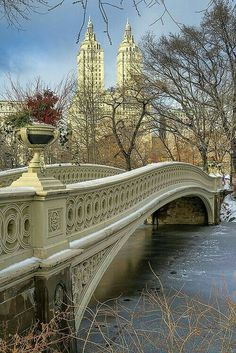 New York City. Bow Bridge, Central Park, New York City will always hold a special place in my heart. Beautiful Places To Visit, Beautiful World, Places To See, Photographie New York, Ville New York, Voyage New York, Paris Jackson, Photos Voyages, New York Travel