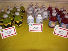 Host a Snoopy party the kids won't soon forget. Everything you need to plan a great Snoopy party with the Peanuts gang, along with pictures, is right here at your fingertips.: Snoopy Decorations and Food Snoopy Party, Baby Snoopy, Snoopy Birthday, Snoopy Cake, Charlie Brown Halloween, Charlie Brown Thanksgiving, Charlie Brown Christmas, Charlie Brown And Snoopy, Snoopy Classroom