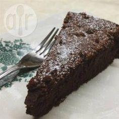 Bolo de chocolate espetacular @ allrecipes.com.br - Esse é um bolo de chocolate intenso e diferente. Sem fermento e com muito pouca farinha, é o paraíso dos amantes do chocolate.