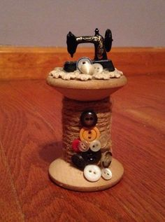 Amazing Home Sewing Crafts Ideas. Incredible Home Sewing Crafts Ideas. Wooden Spool Crafts, Wood Spool, Sewing Room Decor, Sewing Rooms, Sewing Spaces, Button Art, Button Crafts, Sewing Art, Sewing Crafts