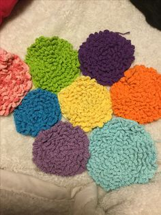 I finally found a pattern for the crochet flower pattern, to create a crochet flower rug