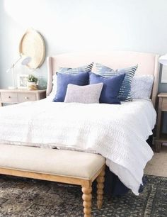 Small Master Bedroom Ideas for Couples Decor. The ideas presented in this article will be of great use while you are preparing to decorate a master bedroom, especially if you have a small master bedroom. Small Loft Bedroom, Blue Master Bedroom, Couple Bedroom, Master Bedroom Design, White Bedroom, Bedroom Simple, Small Rooms, Bedroom Designs, Farmhouse Bedroom Furniture