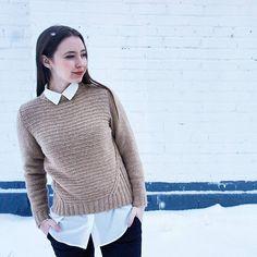 """Мой новый свитер готов Все как я люблю - просто, понятно и лаконично! Как и прежде - абсолютно несексуальный и не женственный, он скорее подойдет """"синему чулку"""" или работнику офиса Но я в последнее время прям полюбила вещи, которые """"собирают в кучу"""" Пряжа - твид с ангорой, мериносом, кашемиром и па из магазина @bonnit.ru"""