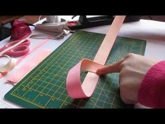How to Make a Boutique Hair Bow Instructions - Daddy Fold our Easiest Boutique Fold Ever! Ribbon Hair Bows, Diy Hair Bows, Diy Bow, Diy Ribbon, Ribbon Flower Tutorial, Hair Bow Tutorial, Boutique Hair Bows, A Boutique, Fabric Bows
