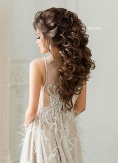 Pick from the ethereal wedding hairstyles & bridal hair inspiration. Hairdo Wedding, Wedding Hairstyles For Long Hair, Crown Hairstyles, Bride Hairstyles, Pretty Hairstyles, Mother Of The Bride Hairdos, Victorian Hairstyles, Wedding Hair Inspiration, Wedding Ideas