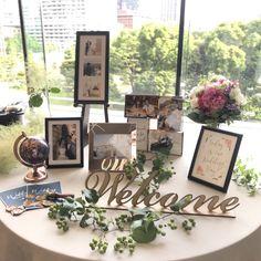 yume_♡さんはInstagramを利用しています:「Welcome Space🌿 * かなり頭を悩ませたウェルカムスペース🙂 私達は山吹全スパンのお部屋だったので、ホワイエ前のスペースに受付とウェルカムテーブル/ウェルカムボードを置いてもらいました💕 丸テーブルと長テーブルを一台ずつお願いしました✨…」 Wedding Photo Table, Wedding Welcome Table, Wedding Table Flowers, Wedding Backdrop Design, Wedding Decorations, Wedding Registration Table, 30th Anniversary Parties, Photo Corners, Space Wedding