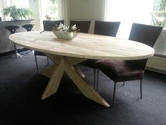Super gaaf! Deze steigerhouten ovale tafel met kruispoot, op maat te bestellen bij Krekt op Maat