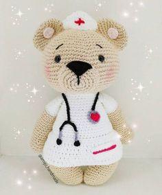 @amiju_handmade was für eine tolle Idee aus #hollythelittlebear eine Krankenschwester zu machen! Einfach nur toll!!! ° ° ° Pattern/Anleitung in my etsy shop ° ° ° #amaloudesigns #pattern #anleitung #amigurumi #crochet #kawaii #etsyshop #etsystore #etsyseller