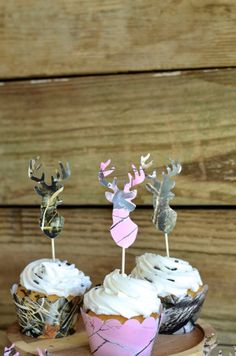 Hey, I found this really awesome Etsy listing at https://www.etsy.com/listing/231805614/realtree-camo-deer-silhouette-cupcake