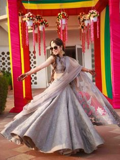 Dress Indian Style, Indian Dresses, Indian Outfits, Emo Outfits, Western Dresses, Choli Designs, Lehenga Designs, Bollywood Lehenga, Lehenga Choli