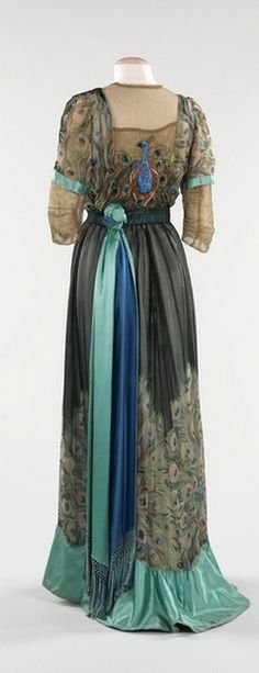 Evening dress by Weeks, 1910 Paris, the Met Museum, vintage peacock dress Edwardian Dress, Edwardian Fashion, Vintage Fashion, Edwardian Style, Antique Clothing, Historical Clothing, Edwardian Clothing, Historical Costume, Vintage Gowns