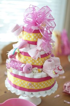 Cute Baby Shower Ideas-Diaper Cake @Dora Chambers~ I bet you would like making this! :)