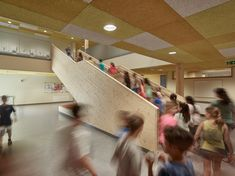 The new architectural concept of the Christian-Bucher-Gasse elementary school dating back to the 1950s, combines the existing structure with the new buildings into a harmonious, functional school complex with a large, protected inner courtyard. Photos: © Kurt Hoerbst #school #context #architecutre #education #courtyard #refurbishment School Date, School Building, Building Structure, Elementary Schools, Christian, Sport Hall, Refurbishment, Education, 1950s