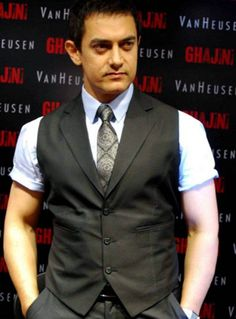 Aamir Khan is the most popular actor of Bollywood. He has given a large list of blockbuster movies one after other. Bollywood Stars, Bollywood News, Indian Bollywood, Bollywood Actress, Celebrity Gossip, Celebrity News, Dhoom 3, Sushant Singh, Aamir Khan