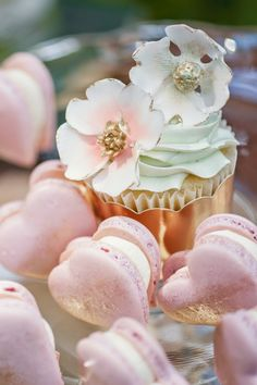 Heart-shaped macarons & gorgeous cupcake design