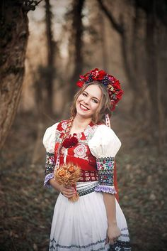 Young woman in dress for special ocassions Folk Fashion, Womens Fashion, Mexican Design, Costumes Around The World, Folk Costume, Gypsy, Indian Ethnic, Boho, Traditional Dresses