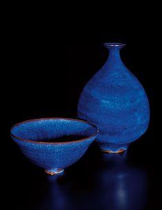GERTRUD AND OTTO NATZLER Bowl, 1963, and bottle, 1959. Looks like stars on a deep blue sky.... Ahhhh