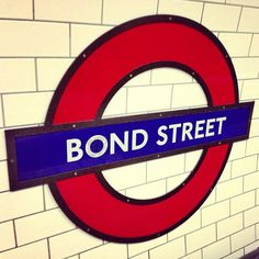 Beginning of the story: Bond Street London. Clarissa Dalloway wants to buy the flowers for the party herself.