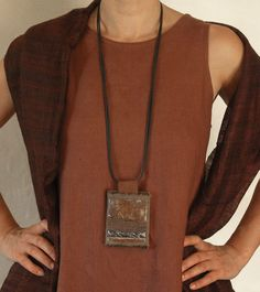 Long pendant necklace with linen and oxydized iron -:- AMALTHEE -:- Ive done similar styles with leather