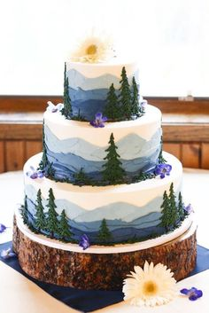 Perfect for an outdoorsy wedding! Perfect for an outdoorsy wedding! Pretty Cakes, Cute Cakes, Beautiful Cakes, Amazing Cakes, Beautiful Birthday Cakes, Themed Wedding Cakes, Wedding Cake Rustic, Woodland Wedding, Outdoor Wedding Cakes