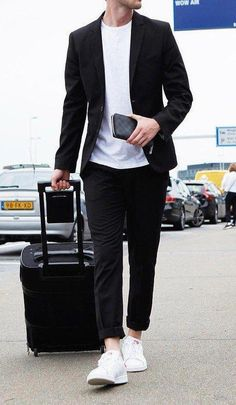 20 casual mens outfits ideas with white sneakers 19 Blazer Outfits Men, Stylish Mens Outfits, Mode Masculine, Suits And Sneakers, White Sneakers, Casual Sneakers, Lacoste Sneakers, Work Sneakers, Men Sneakers