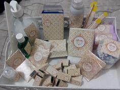 Kit banheiro - feminino- desodorante, pente, enxaguante bucal, fio dental, chicletes, lenço de papel, neosaldina, paracetamol, cotonetes, lixa de unha, band aid, sabonete líquido, sal de frutas.