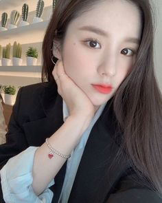 Heejin Korean Actress Hairstyles tolerate it, youve probably heard approximately the haircut trend featuring none additional than the accepted Korean quick hair Kpop Girl Groups, Korean Girl Groups, Kpop Girls, My Girl, Cool Girl, Loona Kim Lip, Singing In The Rain, Trending Haircuts, Korean Actresses