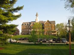 The Delafield Hotel is an upscale, 38-room boutique hotel overlooking Delafield's Williamsburg-styled downtown | Delafield, WI | via Delafield Area Chamber of Commerce | visitdelafield.org