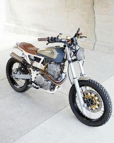 Honda Scrambler, Cafe Racer Motorcycle, Motorcycle Helmets, Honda Dominator, Cafe Racer Helmet, Cb550, Motorcycle Pants, Motorcycle Camping, Camping Gear