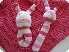 Why buy if you can DIY? These 14 DIY baby toys make perfect gifts for the new mom or baby! From rattles, to mobiles, and more, these are all easy crafts - you don't need crazy skills to make them! Sock Crafts, Baby Crafts, Kids Crafts, Craft Projects, How To Make Socks, Homemade Baby Gifts, Sock Bunny, Sock Dolls, Operation Christmas Child