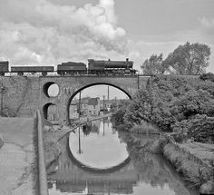 28xx crossing the Worcester canal | by geoff7918