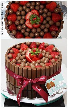 bolo de chocolate com morango (kit kat)