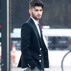 Zayn Malik Makes Rare Double Appearance In New York City - http://oceanup.com/2016/12/10/zayn-malik-makes-rare-double-appearance-in-new-york-city/