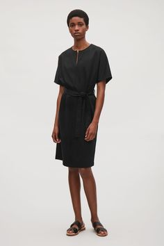 A short-sleeved style, this dress is made from soft cotton. Designed with a belt, is has a slit on the neckline and double-stitches for a classic finish.