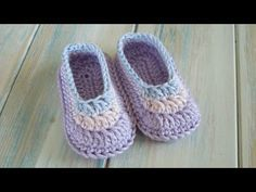 (crochet) How To Crochet Simple Baby Booties - Yarn Scrap Friday - YouTube