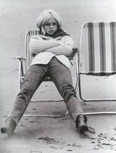 Brigitte Bardot // sitting on a beach chair // beach // french riveria // black and white photo // fashion icon // style idol // iconic women // // Bridget Bardot, Brigitte Bardot, Julie Christie, Star Francaise, Deneuve, Paris Match, New Wave, French Actress, Studio 54