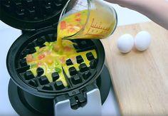 Vaffeljernet kan bruges til meget andet end vafler. Prøv f.eks. at lave omeletter, brownies eller kanelsnegle i vaffeljernet. Se her, hvordan du gør.