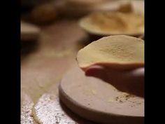 Santo Tomás, 21 de Diciembre, se celebra en todo el País Vasco pero vivirlo en #Donostia es especial.  Esta fiesta, en la que reina el ambiente rural, marca el inicio de la Navidad. Los protagonistas: la Txistorra, el Talo, la Cerda, quesos, panes, embutidos tradicionales de todo tipo y mucho más, verduras y productos del campo en abundancia. Un día para disfrutar de #hosteleria #gipuzkoa #kalitatea