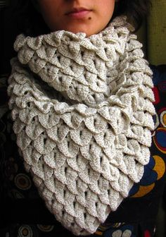 Crochet alligator stitch cowl #crochetstitches #crocodilestitch