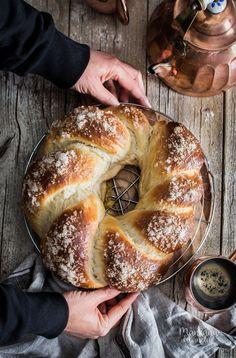 Receta paso a paso. Donut Recipes, Bread Recipes, Dessert Recipes, Spanish Desserts, Creative Desserts, Pan Bread, Pastry Cake, Galette, Chilean Recipes